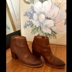 SOFFT brown leather ankle boot